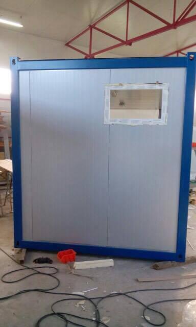 sanit rcontainer 6 05m x 2 40m mit 5 duschen 3 waschbecken warmwasserboiler 200l. Black Bedroom Furniture Sets. Home Design Ideas